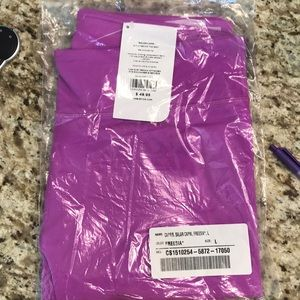 NWT Capri workout leggings